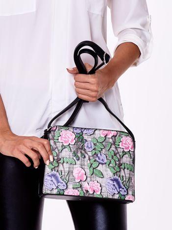 Czarno-różowa torebka z kwiatowym nadrukiem
