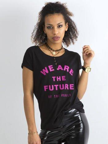Czarny damski t-shirt z napisem