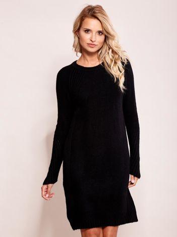 Czarny długi sweter o kroju oversize