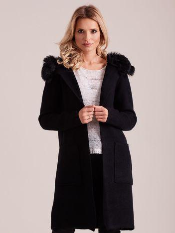 Czarny długi sweter z kapturem