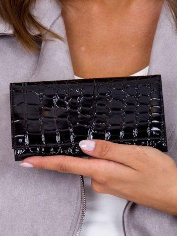 Czarny lakierowany portfel z tłoczonym wzorem