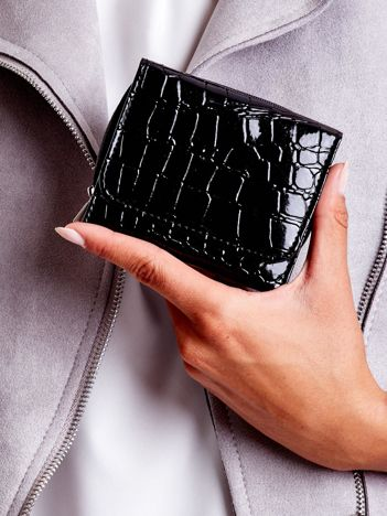Czarny lakierowany portfel z tłoczonym zwierzęcym wzorem