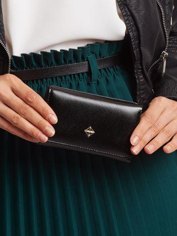 Czarny mały portfel damski