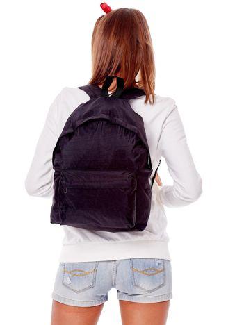 Czarny materiałowy plecak