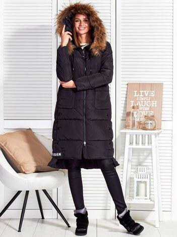 Czarny ocieplany płaszcz z futrzanym kapturem
