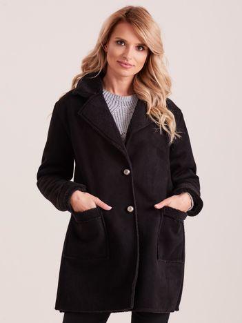 Czarny płaszcz ze sztucznego futra