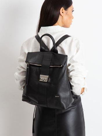 Czarny plecak skórzany