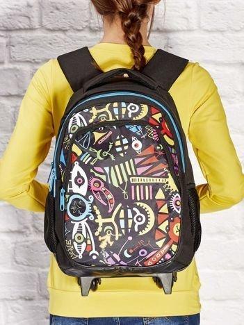 Czarny plecak szkolny na kółkach z kolorowym nadrukiem