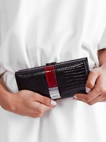 Czarny podłużny lakierowany damski portfel