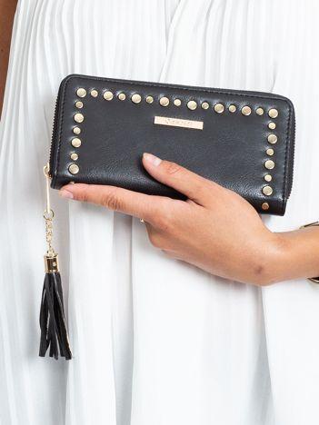 Czarny podłużny portfel z ćwiekami