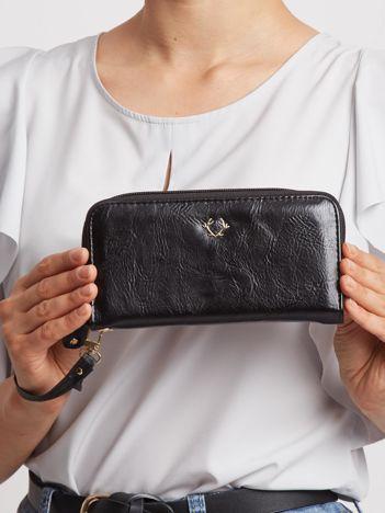 Czarny portfel na suwak