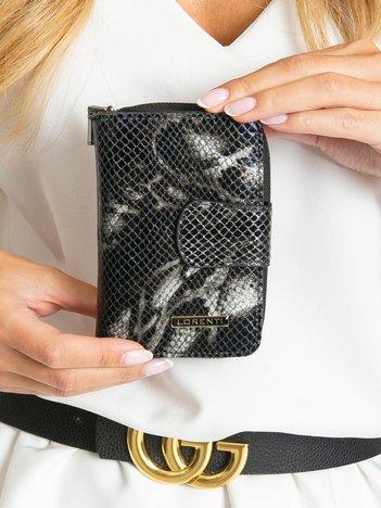 Czarny portfel skórzany we wzory