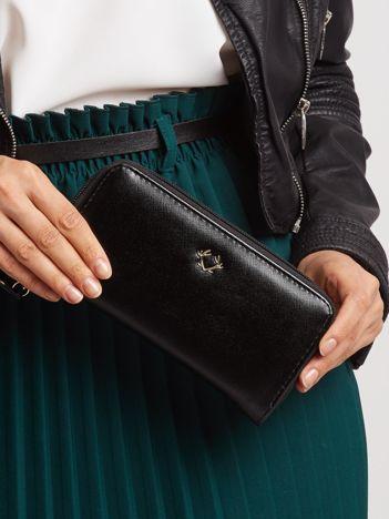 Czarny portfel z suwakiem