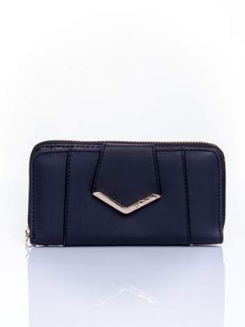 Czarny portfel ze złoconą klamrą