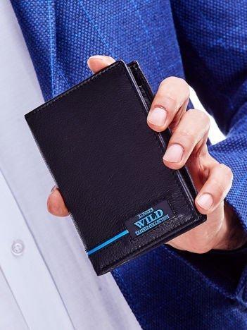 Czarny skórzany portfel dla mężczyzny z niebieskim emblematem