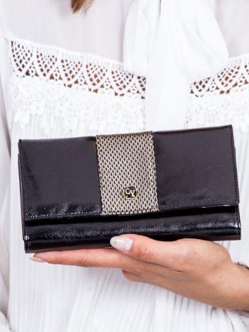 Czarny skórzany portfel z ozdobnym modułem
