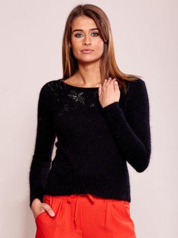 Czarny sweter damski z koralikami