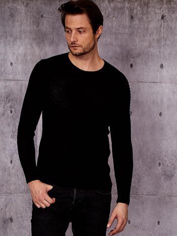 Czarny sweter męski z modułem w prążki