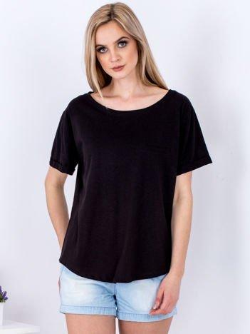 Czarny t-shirt basic z podwijanymi rękawami