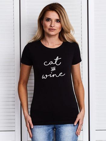 Czarny t-shirt damski z nadrukiem CAT AND WINE