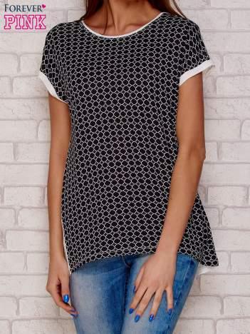 Czarny t-shirt we wzory