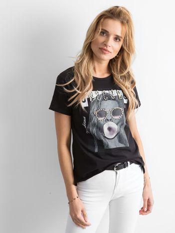 Czarny t-shirt z nadrukiem i aplikacją