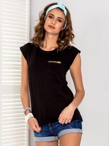 Czarny t-shirt z suwakiem