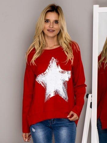 Czerwona bluza z cekinową gwiazdą