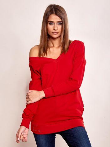 Czerwona bluza z dekoltem w serek