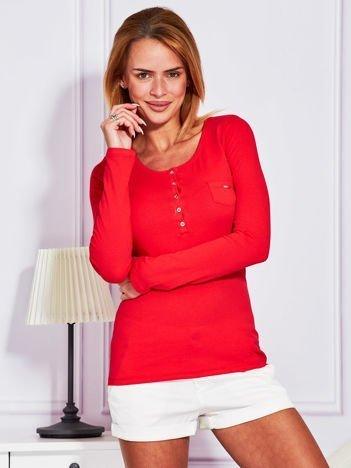 Czerwona bluzka na guziki