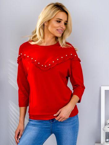 Czerwona bluzka z falbankami i perełkami