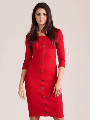 Czerwona dopasowana prążkowana sukienka