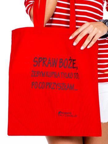 Czerwona materiałowa torba z napisem