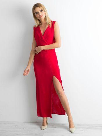 Czerwona sukienka maxi z rozcięciem