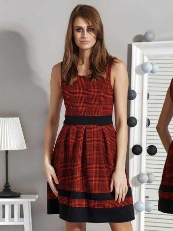 Czerwona sukienka w pepitkę