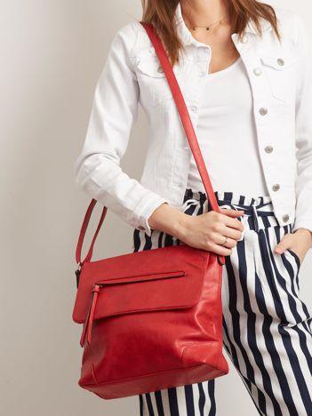 Czerwona torebka ze skóry ekologicznej