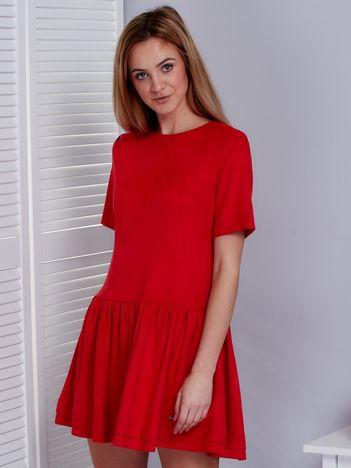 Czerwona zamszowa sukienka