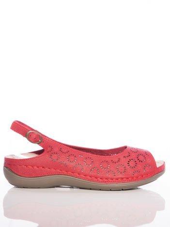 Czerwone sandały Sabatina z ażurową cholewką w kwiaty i profilowaną podeszwą