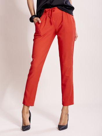 Czerwone spodnie joggersy z troczkami