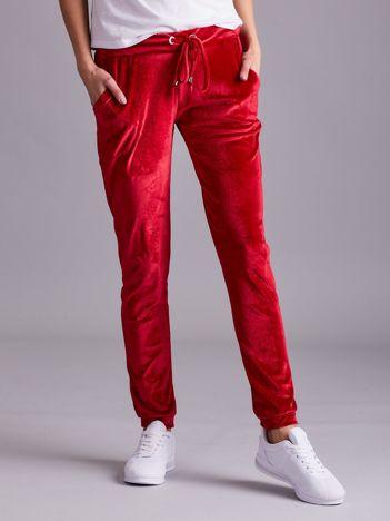 Czerwone spodnie welurowe