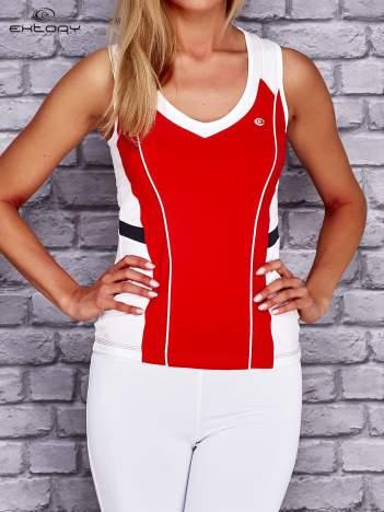 Czerwono-biały damski top sportowy z nadrukiem na plecach