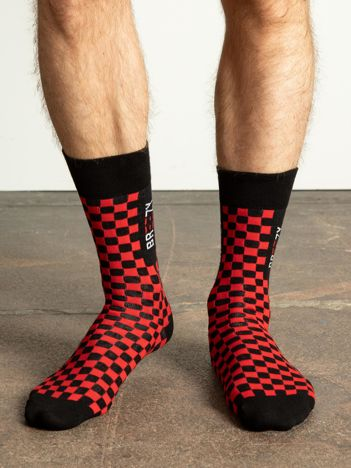 Czerwono-czarne skarpety męskie we wzory