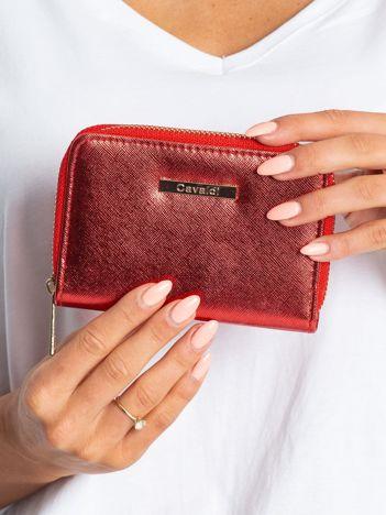 Czerwony błyszczący portfel