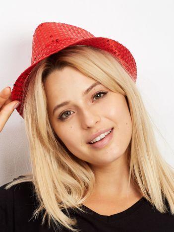 Czerwony kapelusz z cekinami