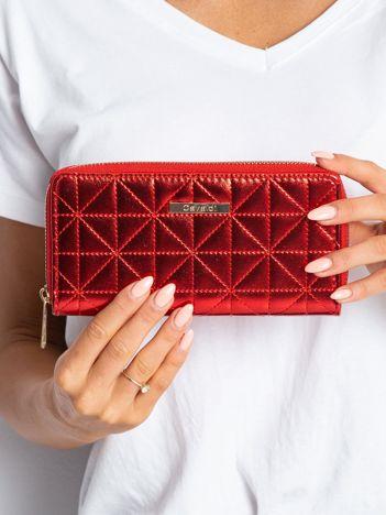 Czerwony pikowany portfel