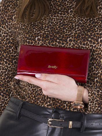 Czerwony portfel damski lakierowany