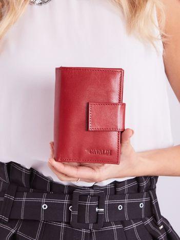 Czerwony portfel damski skórzany z klapką