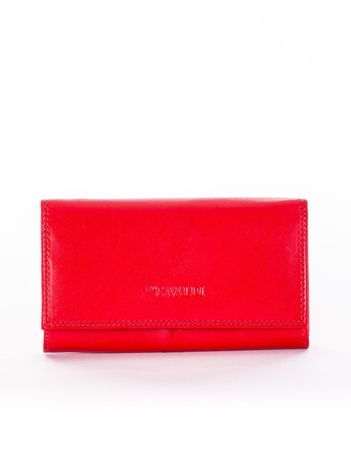 Czerwony portfel damski z tłoczonym logiem