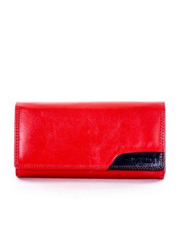 Czerwony portfel z czarną wstawką