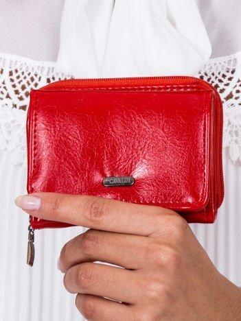 Czerwony portfel z kieszonką na suwak